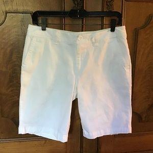 EDDIE BAUER SZ 6 WHITE SHORTS